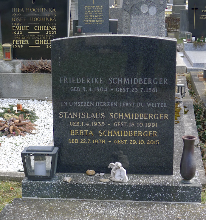 Grave of Friederike Schmidberger and her children Berta & Stanislaus in the Vienna Central Cemetery<br>Photo: Esche Schörghofer