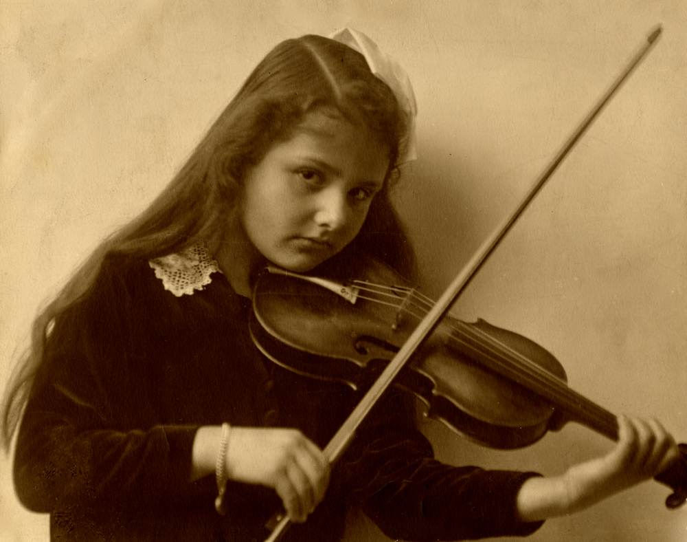 Alma Rosé as a young girl in around 1914<br>Photo: Gustav Mahler–Alfred Rosé Collection, Music Library, Western University, London, Canada