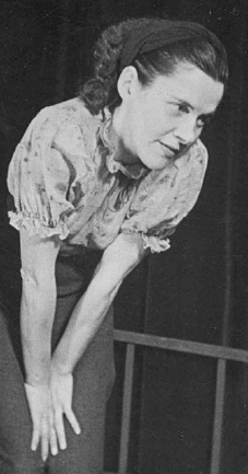 Marianne Walla in <i>Der Lechner Edi schaut ins Paradies</i> – a production of the London exile theater Laterndl, 1940<br>Source: Documentation Archives of the Austrian Resistance, Photo #8642