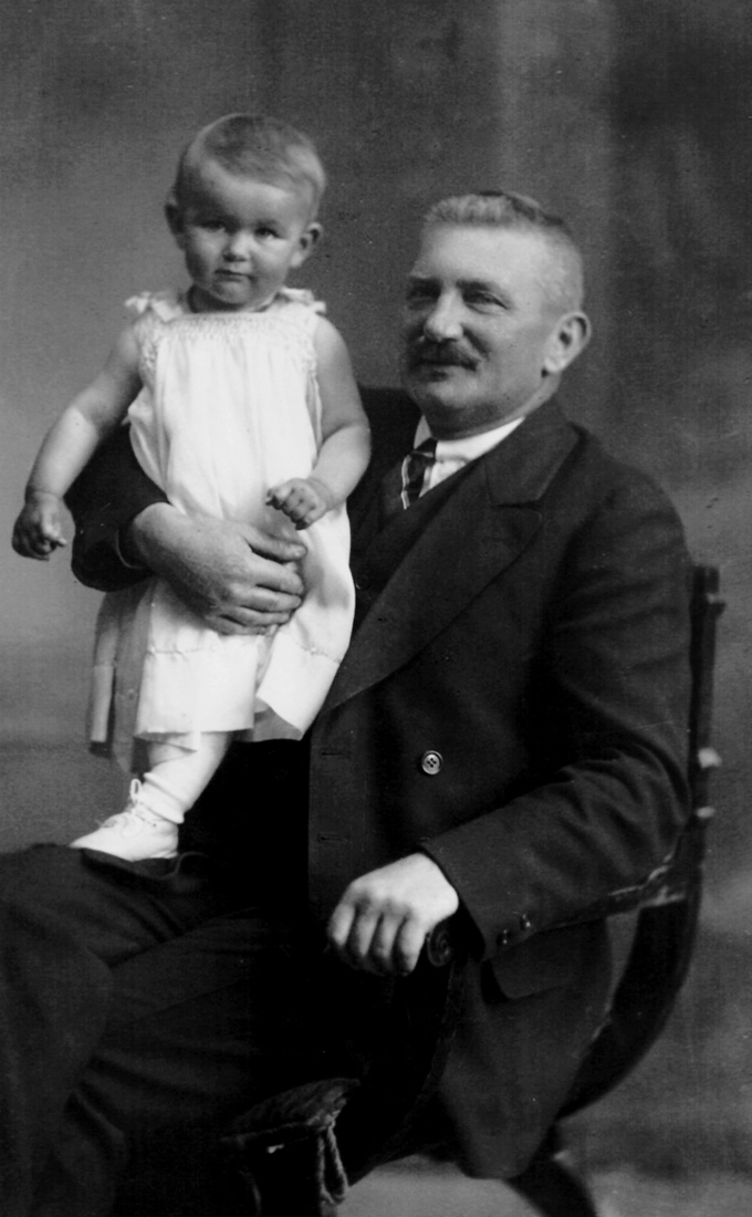 Otto Weissberger with his granddaughter Lidy<br>Photo: Private archive Arnoldner
